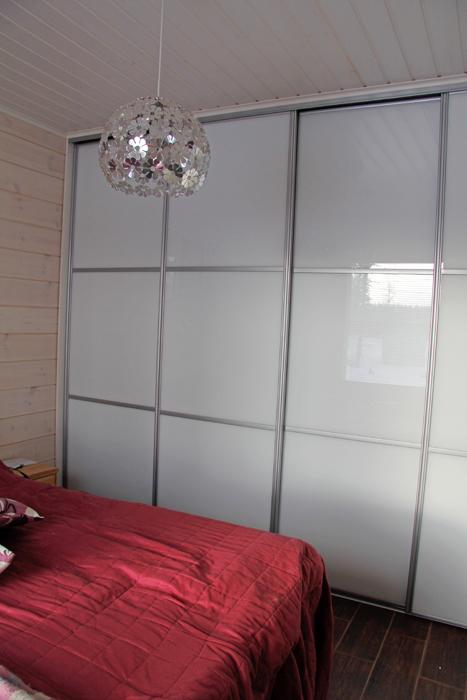 Makuuhuoneen kaapit ja säilytysratkaisut  Himangan puusepät